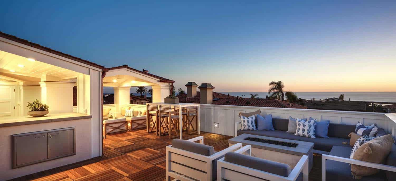 Beach-Style-Home-Brandon-Architects-51-1-Kindesign.jpg
