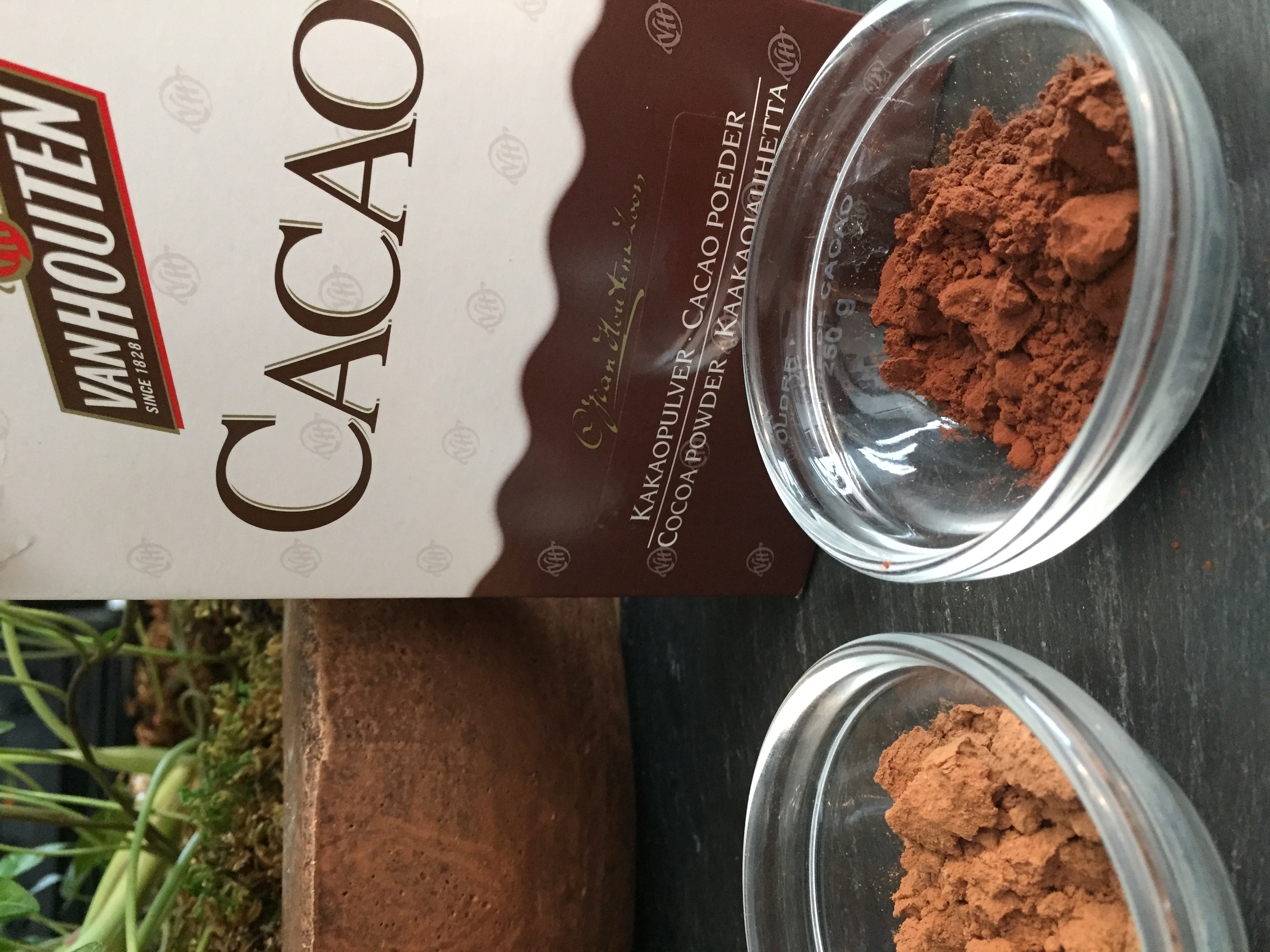 "This is a Dutch product, hence the spelling of ""cacao"""