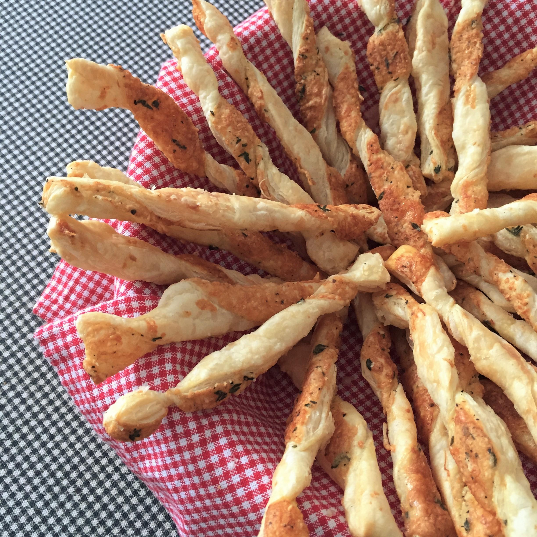 kitchenblissca-cheesestraws2.jpg