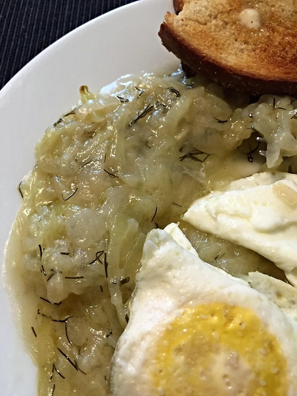 Tökfőzelék with eggs and toast