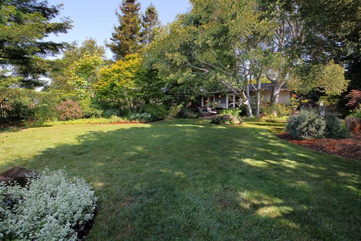 Original landscape design: Mark Brown, Fountainhead Landscape, Sacramento