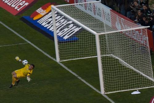""""""" Best goalkeeper of Copa Ame """" ( CC BY-SA 2.0 ) by  jikatu"""