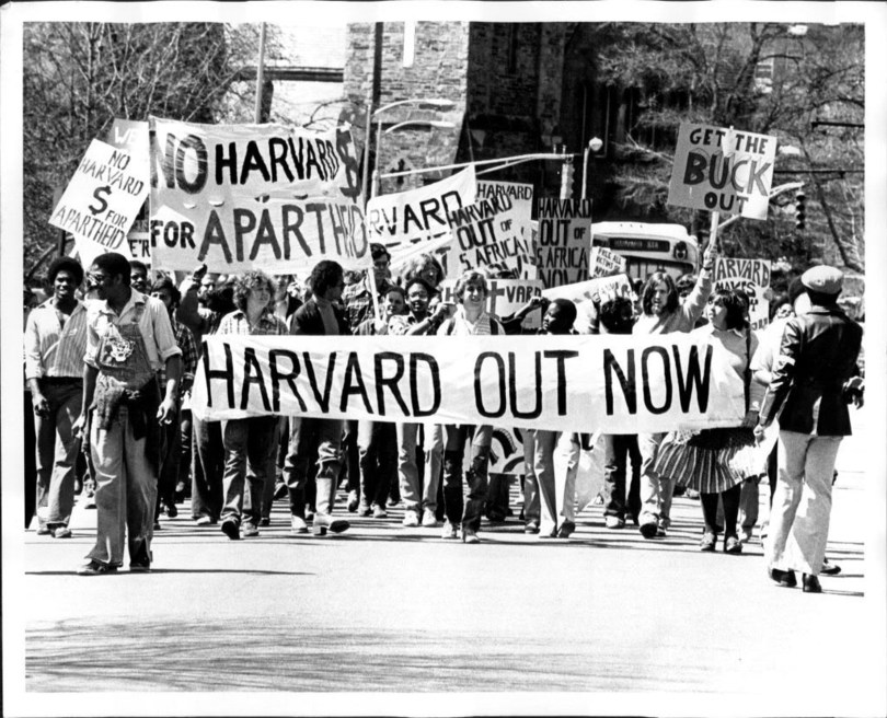 Harvard students rally for divestment from apartheid south africa