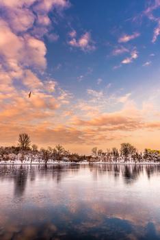Apus peste lacul înghețat