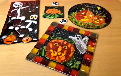 Hoalloween fused glass pumkins.jpg