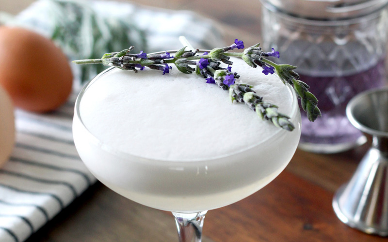 http://fashionmind.eu/fashion-season-2015-2016/cocktails-that-you-can-drink-instead-of-sleeping-pills.html