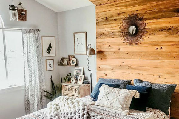 It's a head-to-toe affair with  @thehousethatdiybuilt 's unique wooden headboard, which truly becomes the focal point of your bedroom in a stunning way.