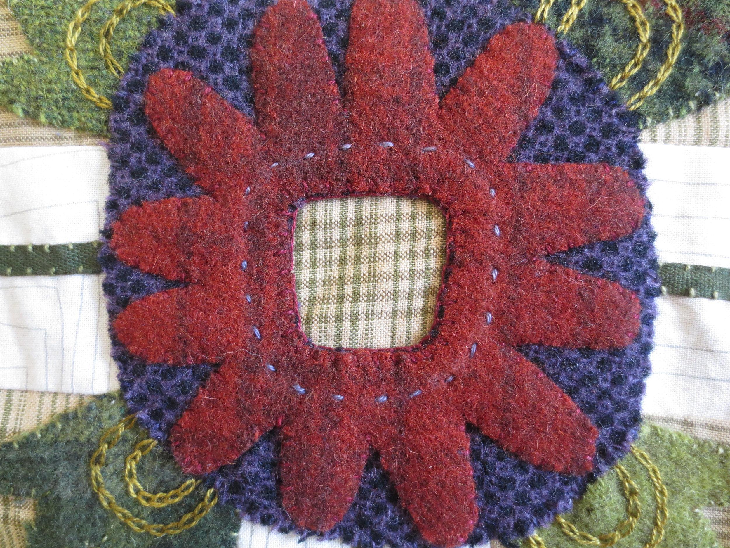 Flowers From My Garden Center Applique eskimo edged stitch2.jpg