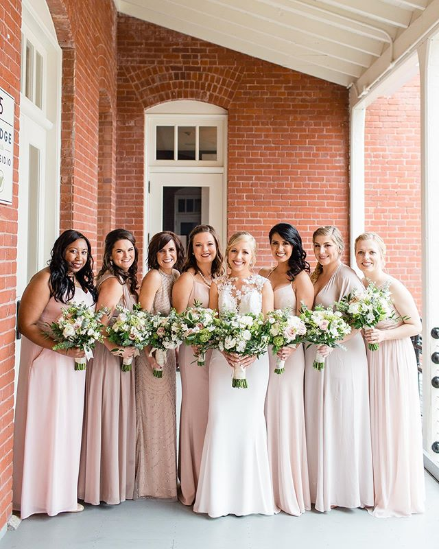 Makeup on this beautiful squad with my patnah @kaeliclaremakeup 💄👰🏼 ⁣ ⁣ Photography⁣ - @cheersbabephoto  Planning + Design⁣ - @handheartevents  Hair - @pinsandcurls.sf