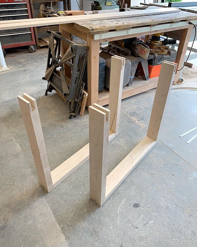 Dry assembly for the table legs!