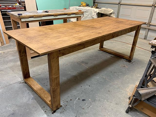The complete dining table! I'm really happy with how this turned out. Thanks for following along with this build. Now onto the next project!  #woodworking #handmade #handcrafted #custombuilt #yeahthatgreenville #woodshop #workshop #sheffieldwoodshop #maple #maplehardwood #hardwood #diningtable #handmadediningtable #handcrafteddiningtable #hardwork #hustle #mapletable #maplediningtable #minwaxstain #earlyamericanstain #minwaxearlyamerican #satinfinish #mattefinish #polyurethane #satinpolyurethane