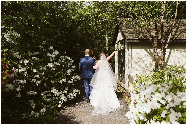RT lodge wedding ceremony in spring