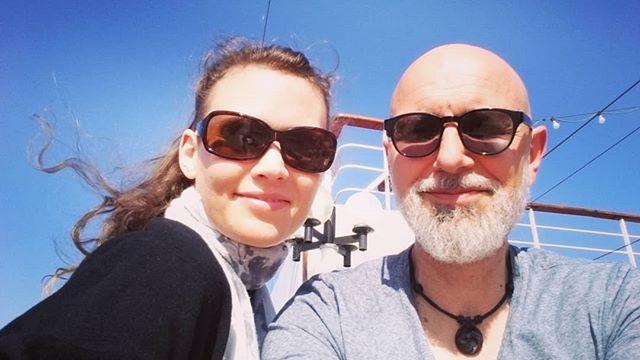 Na dann mal Leinen los! Wir sind auf dem Schiff und freuen uns auf tolle Konzerte und eine super herzliche Atmosphäre an Bord. Tolle Crew, tolle Leute