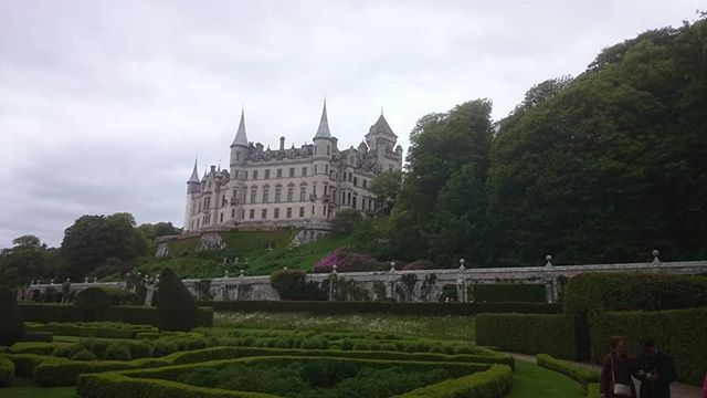 Like a fairytale, Dunrobin Castle near Invergordon, Scotland. Having a great time on the #cruiseship #ontour #scotland