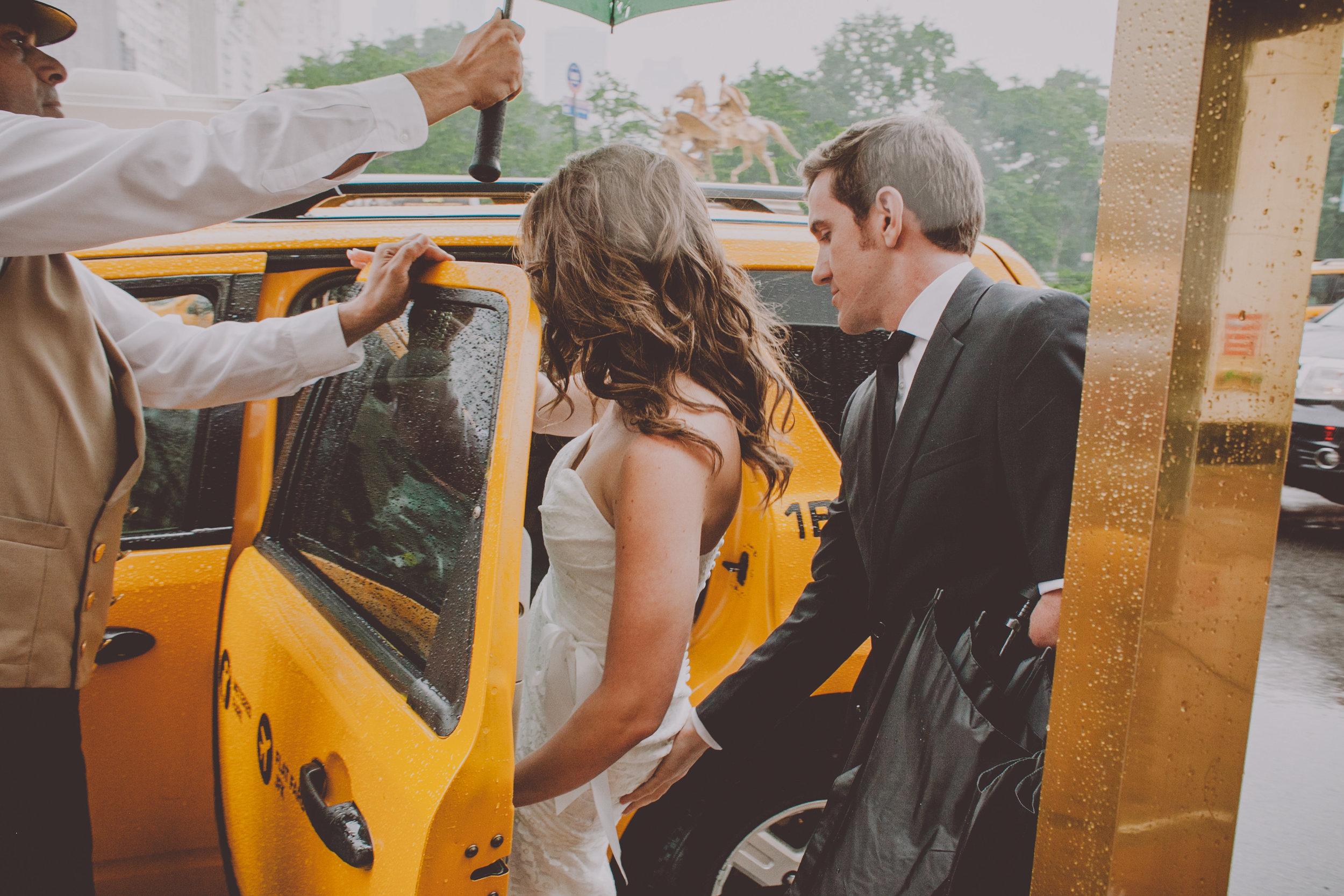 Central_Park_Rainy_Wedding_NYC_E423lopement.JPG