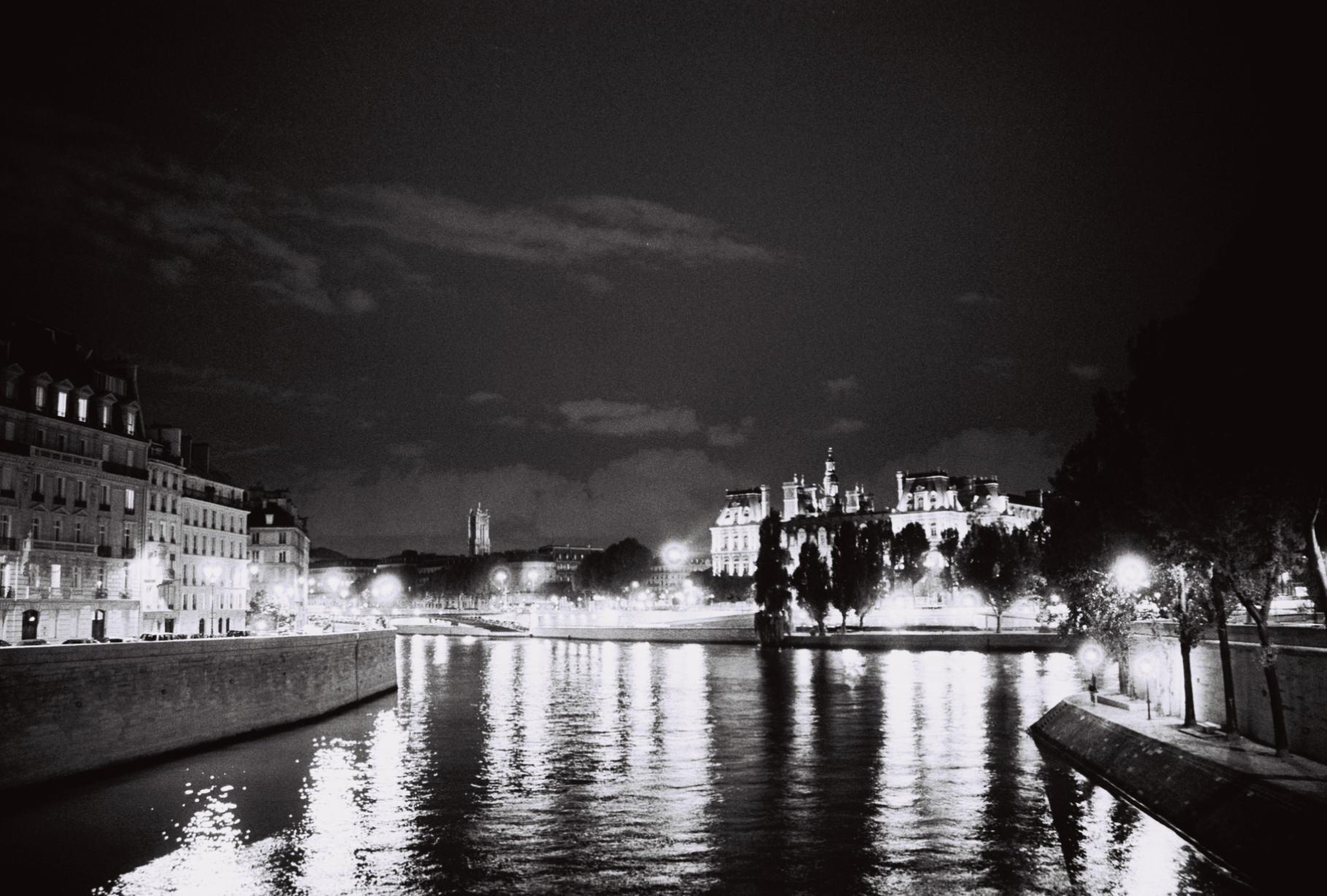 4. Paris Siene.jpg