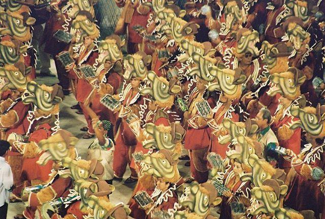 #Series_Cidade_Maravilhosa . .  #Brazil #RiodeJaneiro #streetphotography . . #Carnival #35mmfilm #leicainternational #lensculture #lensculturestreets  #streetlife_award #streetphotography_color #fashion #eyeshotmag #streetdreamsmag #ourstreets #life_is_street #colorphotography #nycspc #ig_street #leica #magnumphotos #wearethestreet #picoftheday #capturestreets @newyorktimes.city @instagram @newyorkermag @newyorkerphoto #myspc #vice #documentaryphotography @vicephoto @vicebrasil