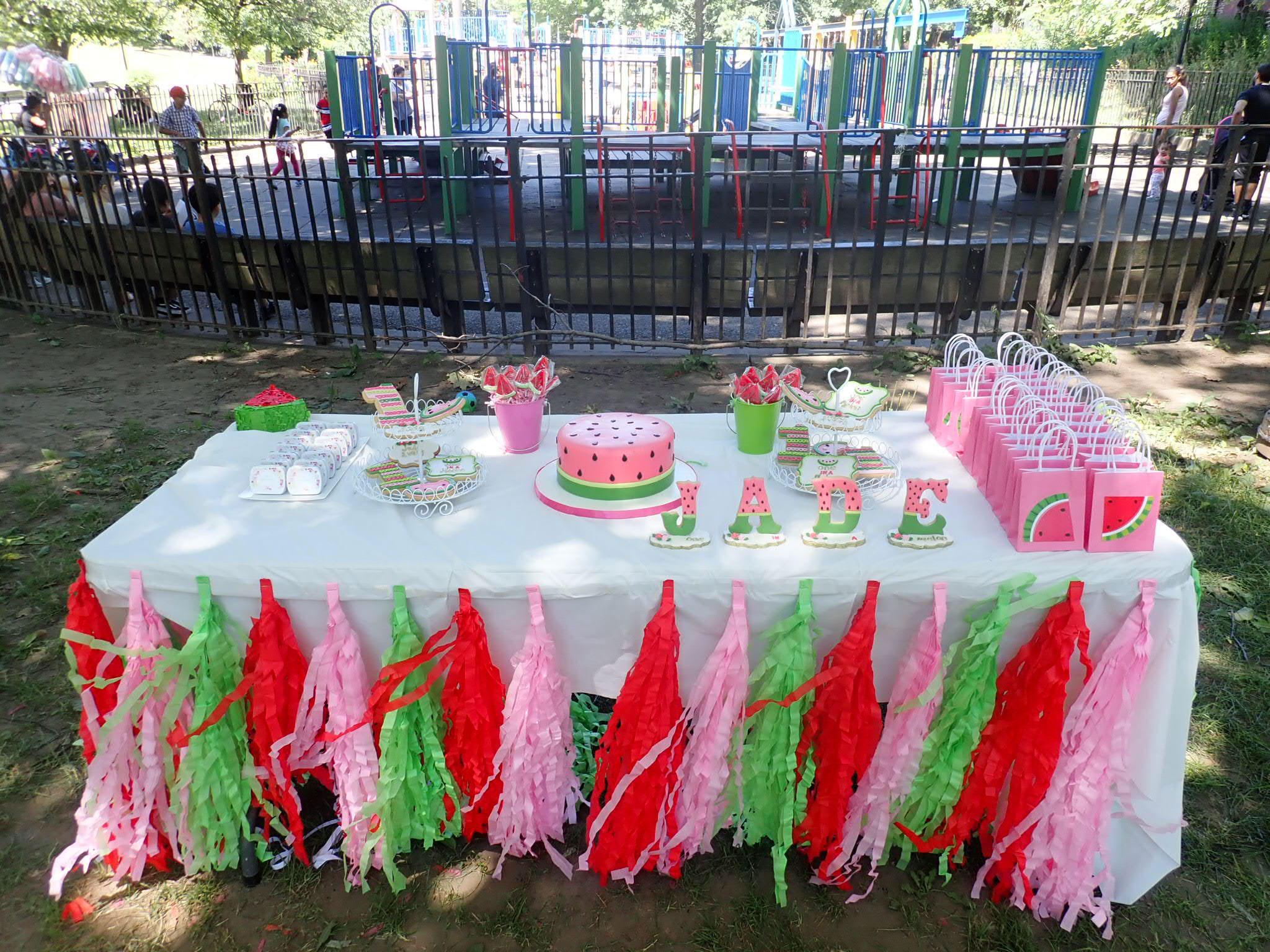 Watermelon DIY goodie bags | One In A Melon Birthday | One In A Melon | Watermelon Birthday Party | Girl First Birthday | One In A Melon goodie bags | watermelon goodie bags | DIY tutu | #watermelonbirthday | #oneinamelon | #girlbirthdayparty | #GirlBirthdayTheme | #WatermelonCake | #DIYtutu | #watermelongoodiebags | AnaJacqueline.com