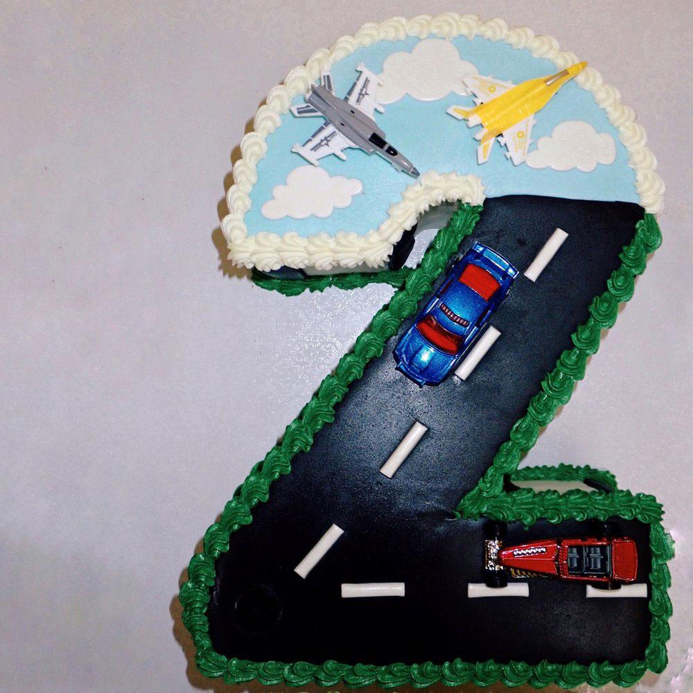 Racetrack birthday cake
