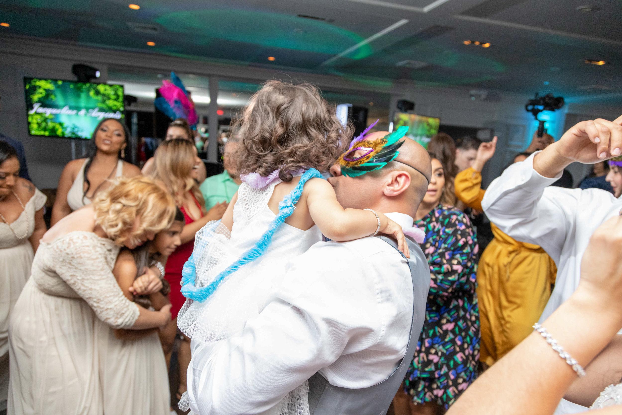 Wedding Hora Loca | Wedding Reception fun ideas | fun ideas wedding party | fun ideas wedding | fun ideas wedding reception | Hora Loca | fun wedding ideas | Crazy Hour | www.anajacqueline.com