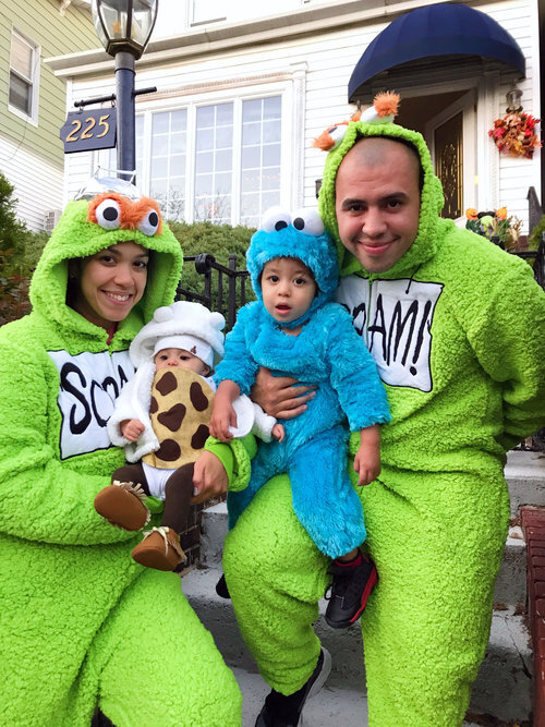Sesame Street Halloween | Sesame Street Halloween costumes ideas | toddler Cookie Monster diy | toddler Cookie Monster | Sesame Street halloween costumes family | Family Sesame Street Halloween costumes | Cookie Monster toddler costume | toddler Halloween Cookie Monster costume | family of four halloween costumes | www.anajacqueline.com