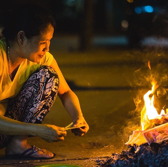 Burning currency. #burning #currency #hộian #vietnam