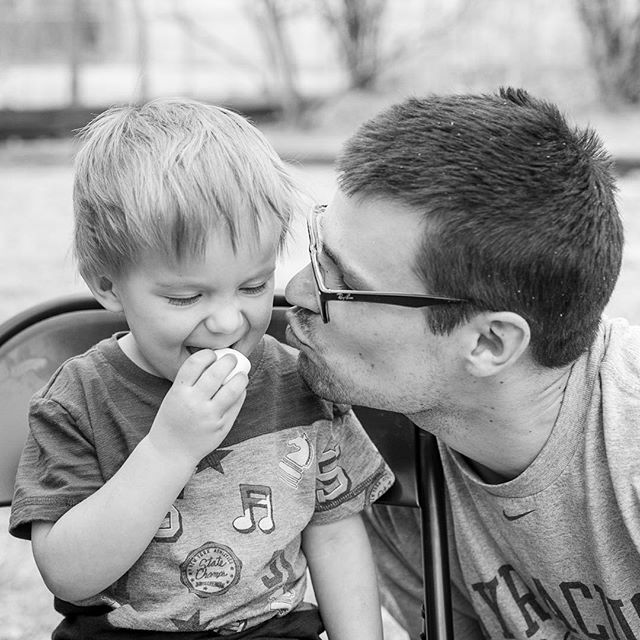 Daddy love! #documentyourdays #documentaryfamilyphotography #thedocumentarymovement #dayinthelifephotography #dfpcommunity #shamoftheperfect  #cedarrapidsphotography #cedarrapidsphotographer #documentaryfamilyawards #marshmallow #daddylove