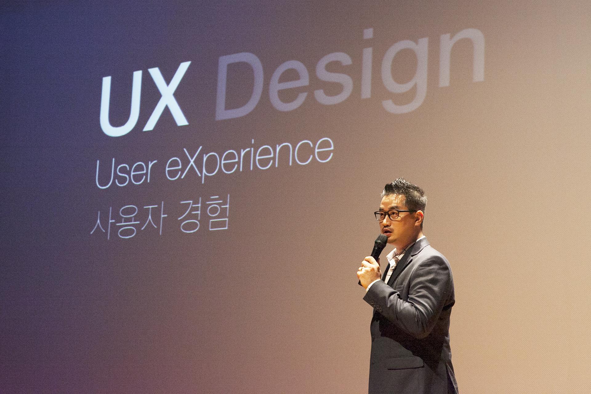 2016년 10월 1일, 서강대에서 열린 TEDx 행사에서 'UX 디자인, 보이지 않는 사용자 경험을 디자인하다'를 주제로 앱스디자인 이종원 대표의 강연이 있었습니다.