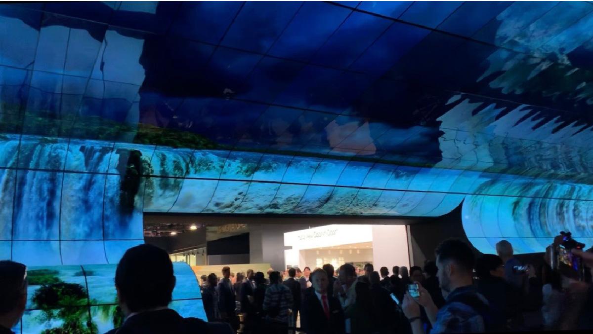 LG전자 '어트랙터' OLED 전시장 모습