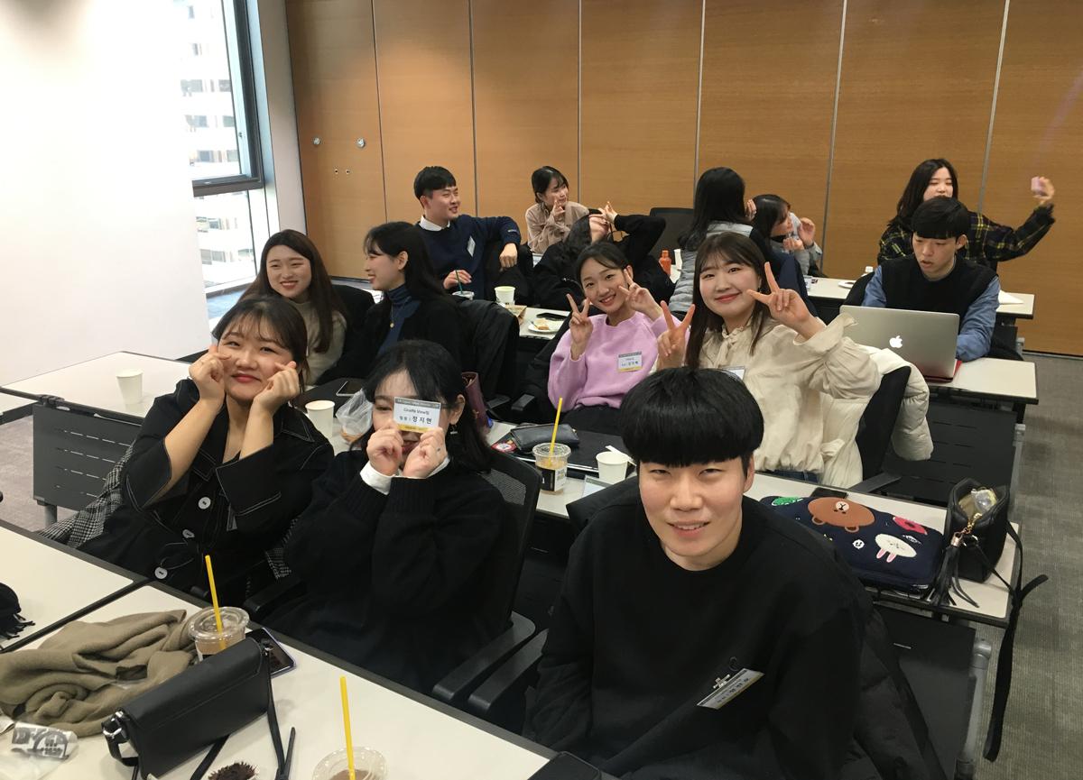 최종 발표회 대기 중인 KB D.N.A 멤버들