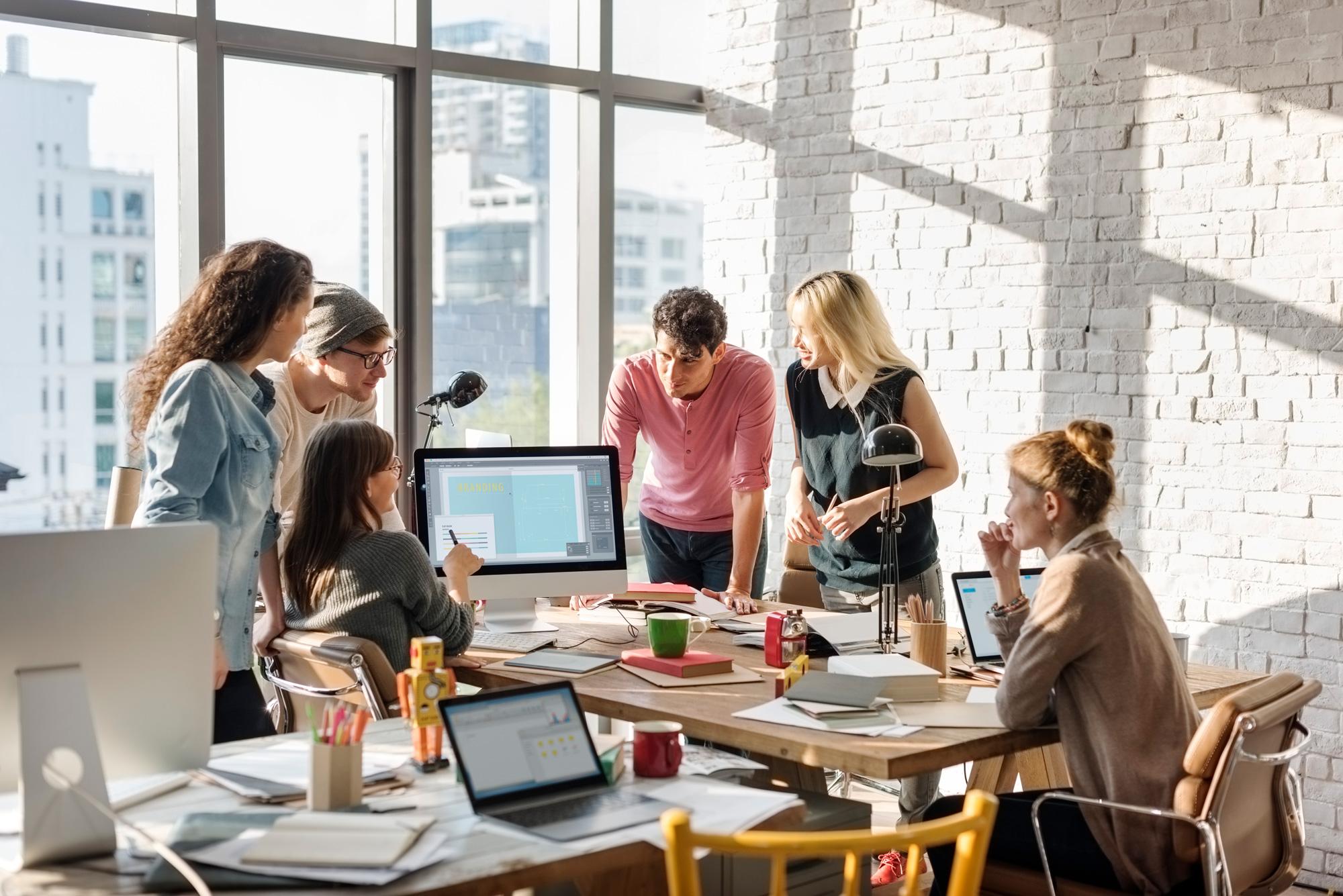 SM_teamwork-discussion-meeting-brainstorming-start-P59ACVM.jpg