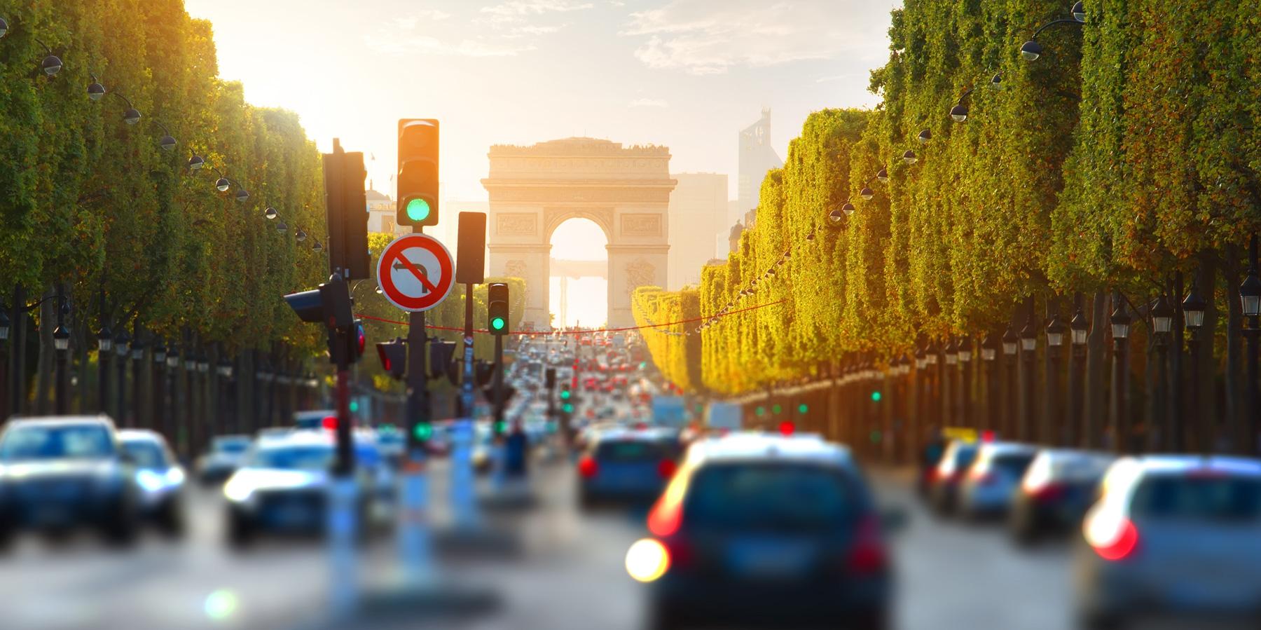 SM_traffic-on-champs-elysee_1800px.jpg
