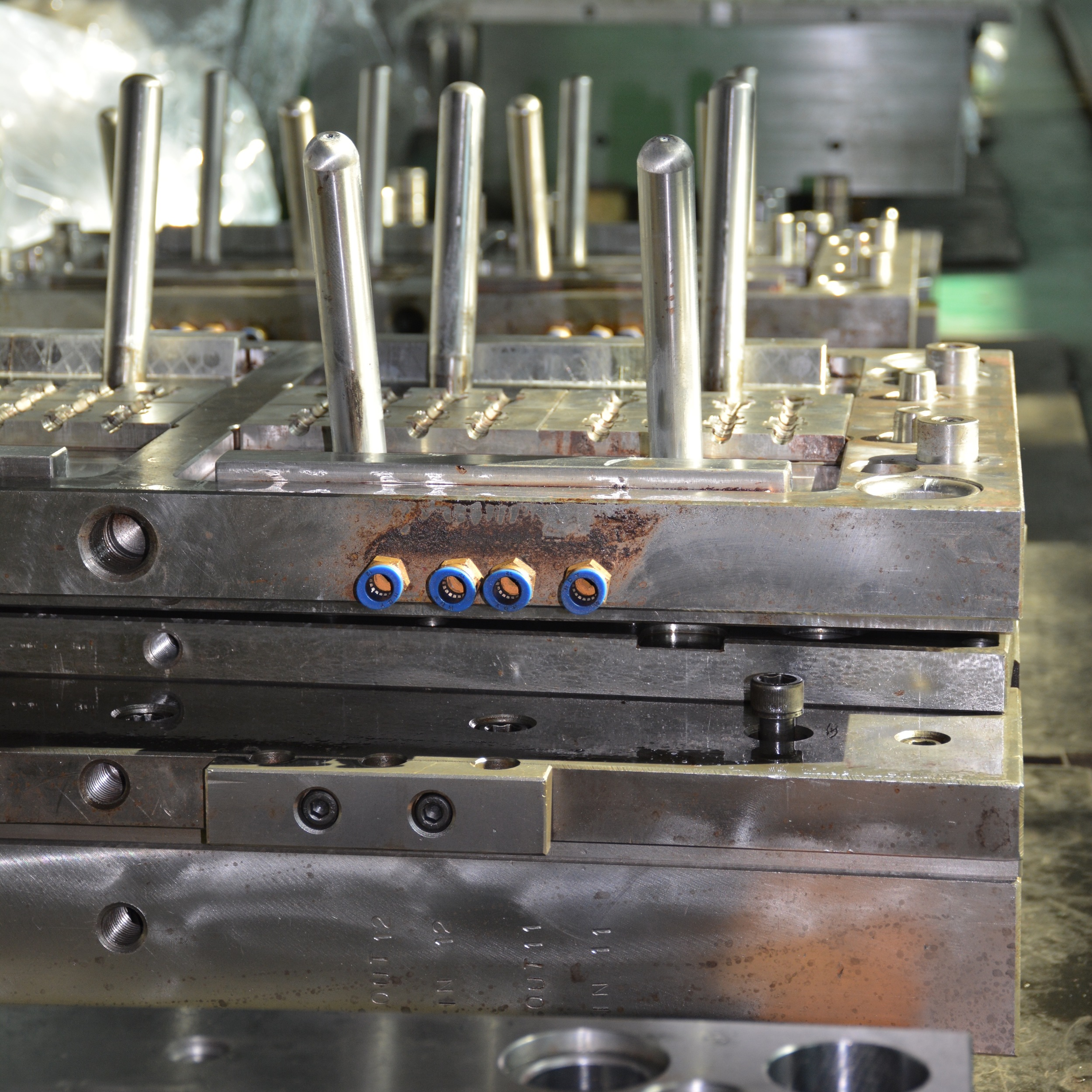 INJECTION MOLDING TOOL