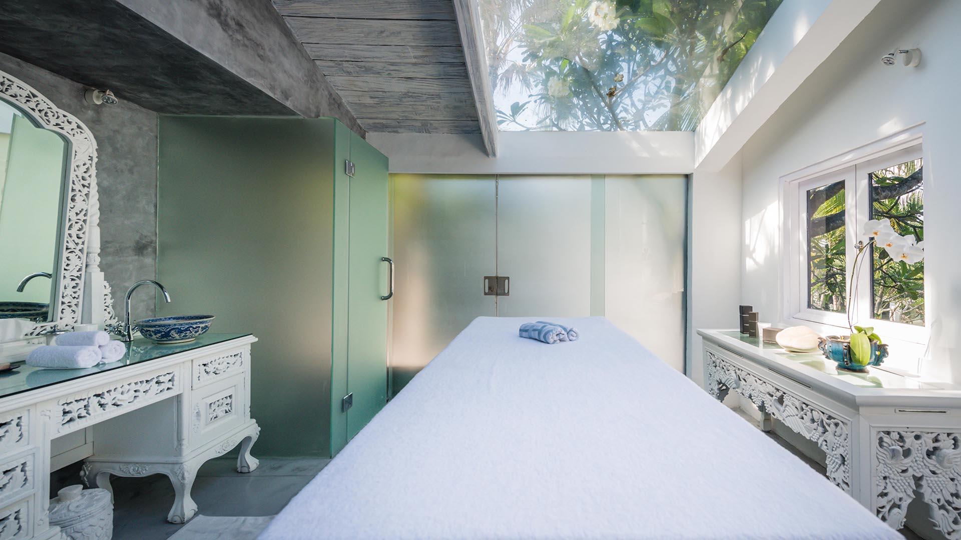 Morabito Art Villa canggu king suite bridal room 8.jpg