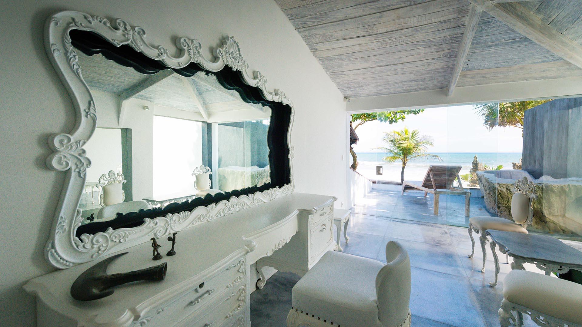 Morabito Art Villa canggu king suite bridal room 3.jpg