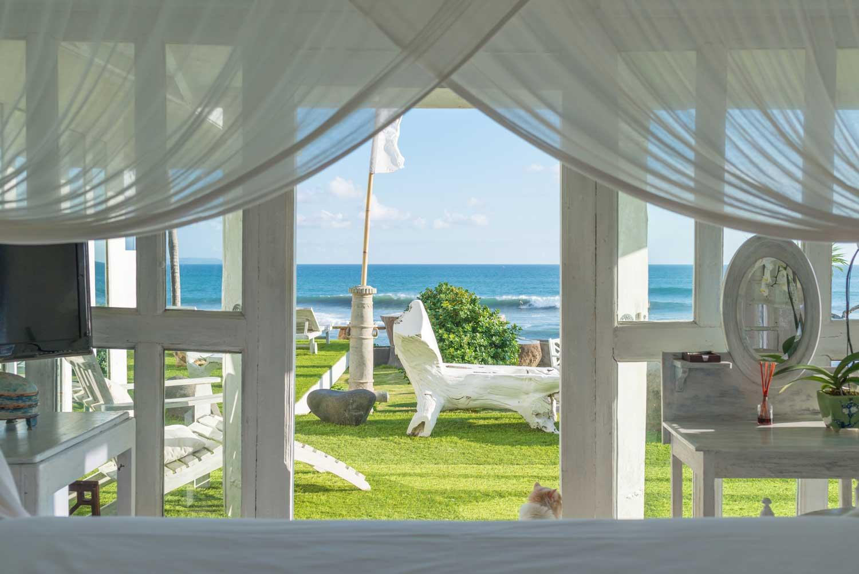 Morabito-Art-Villa-Beach-House-interior-2-small.jpg