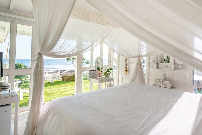Morabito-Art-Villa-Beach-House-interior-3-small.jpg