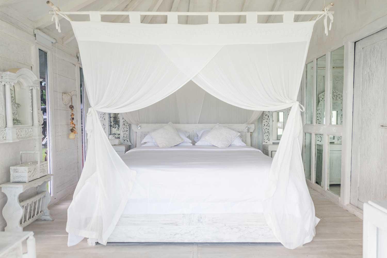 Morabito-Art-Villa-Beach-House-interior-1-small.jpg