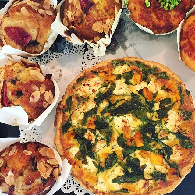 You'll have to come down and grab a slice of our freshly baked Spinach, Pumpkin & Feta Quiche (it's still hot 😏)! #yum #perth #food #quiche #healthy #perthfoods #urbanfood #tapasfood #fittness #sogood #perthphotography #mountstreetbreakfastbar #iwantsome