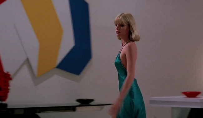 Style-in-film-Michelle-Pfeiffer-in-Scarface1.png