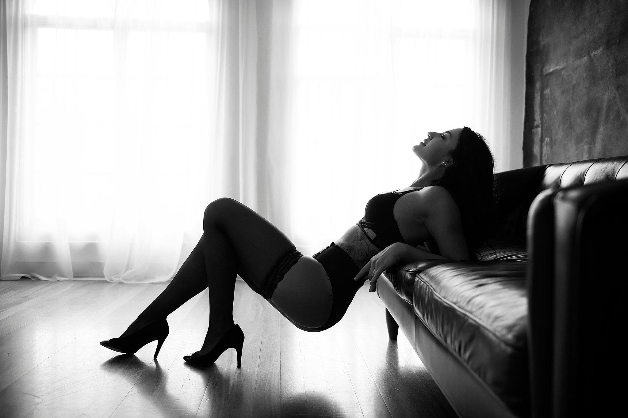 Intimate-boudoir-photoshoot-007.jpg