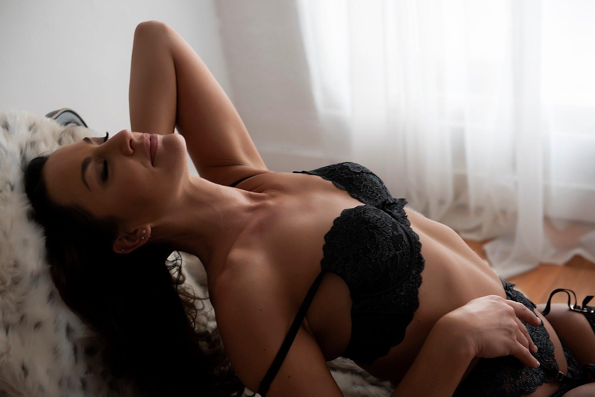Intimate-boudoir-photoshoot-003.jpg