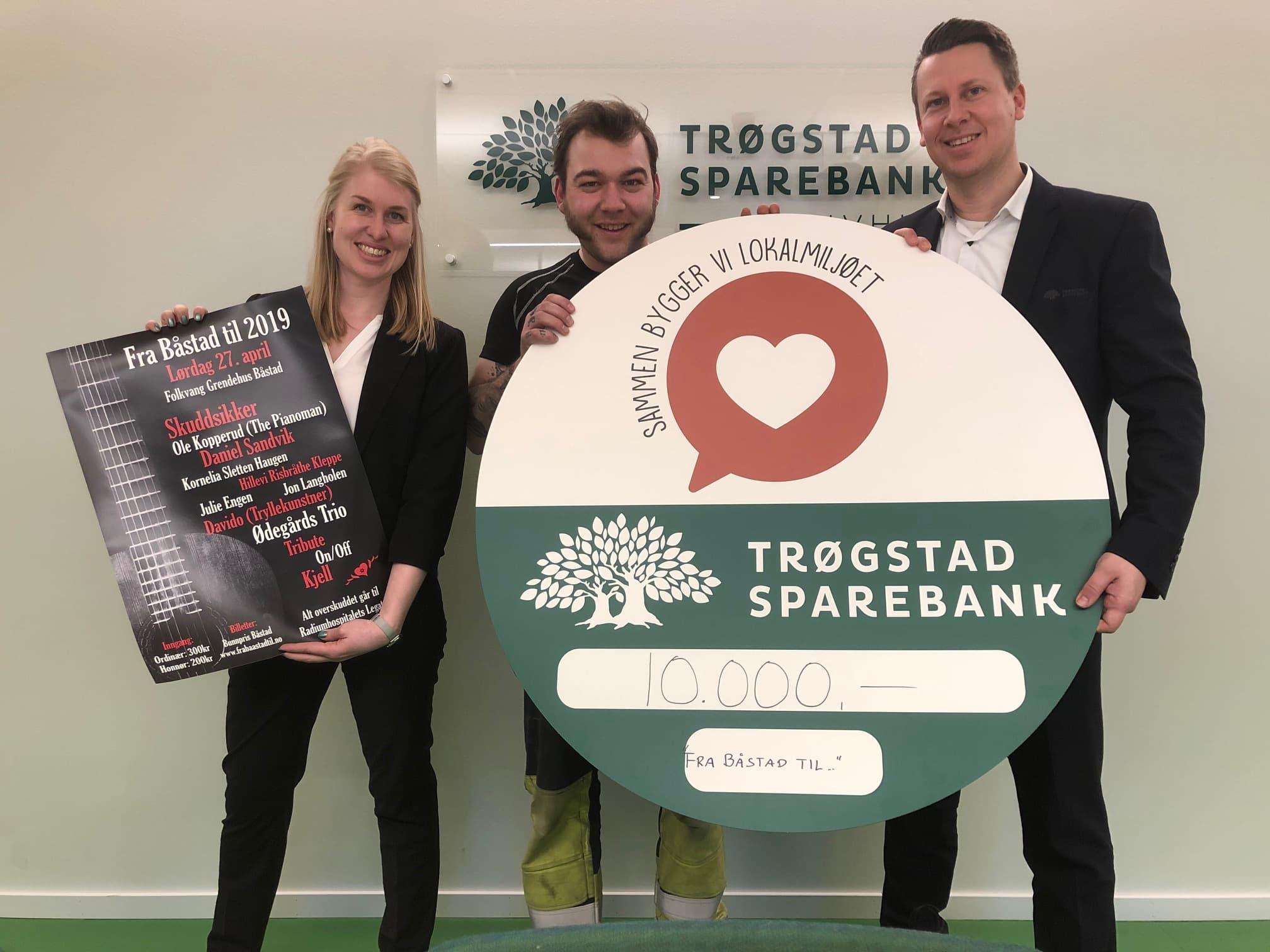 Fra høyre: banksjef  Lars Andrè Dingstad-Eriksen , Ole-Halvor Fossum & Jenni Vereide. Fotograf:  Leif Rune Grefsli .