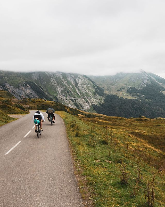 Would quite like to be in the mountains right now. Throwing back to climbing and descending the pyrenees while listening to Notorious BIG 🚵🏻♂️