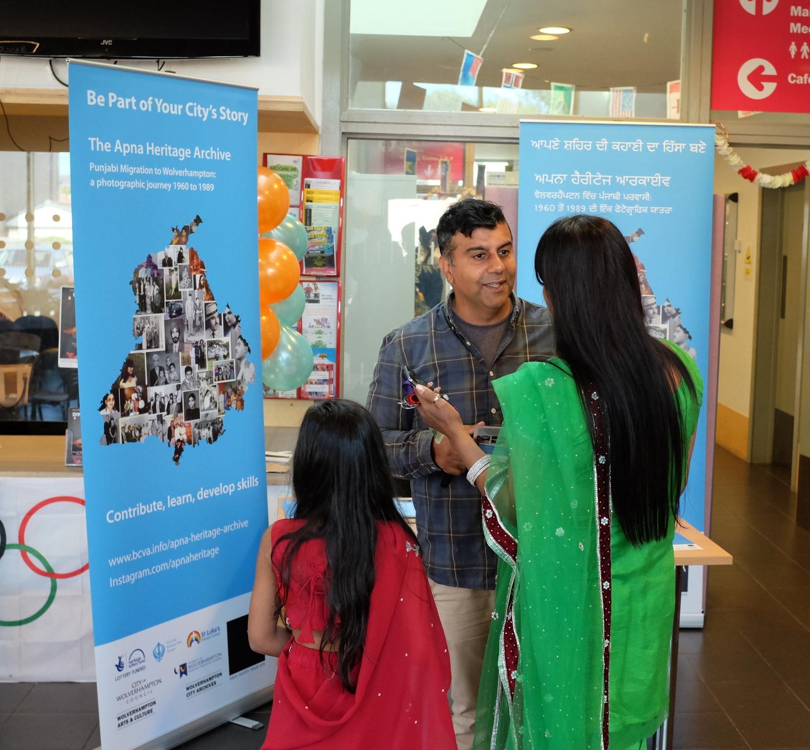 Anand talking to Tiranga visitors