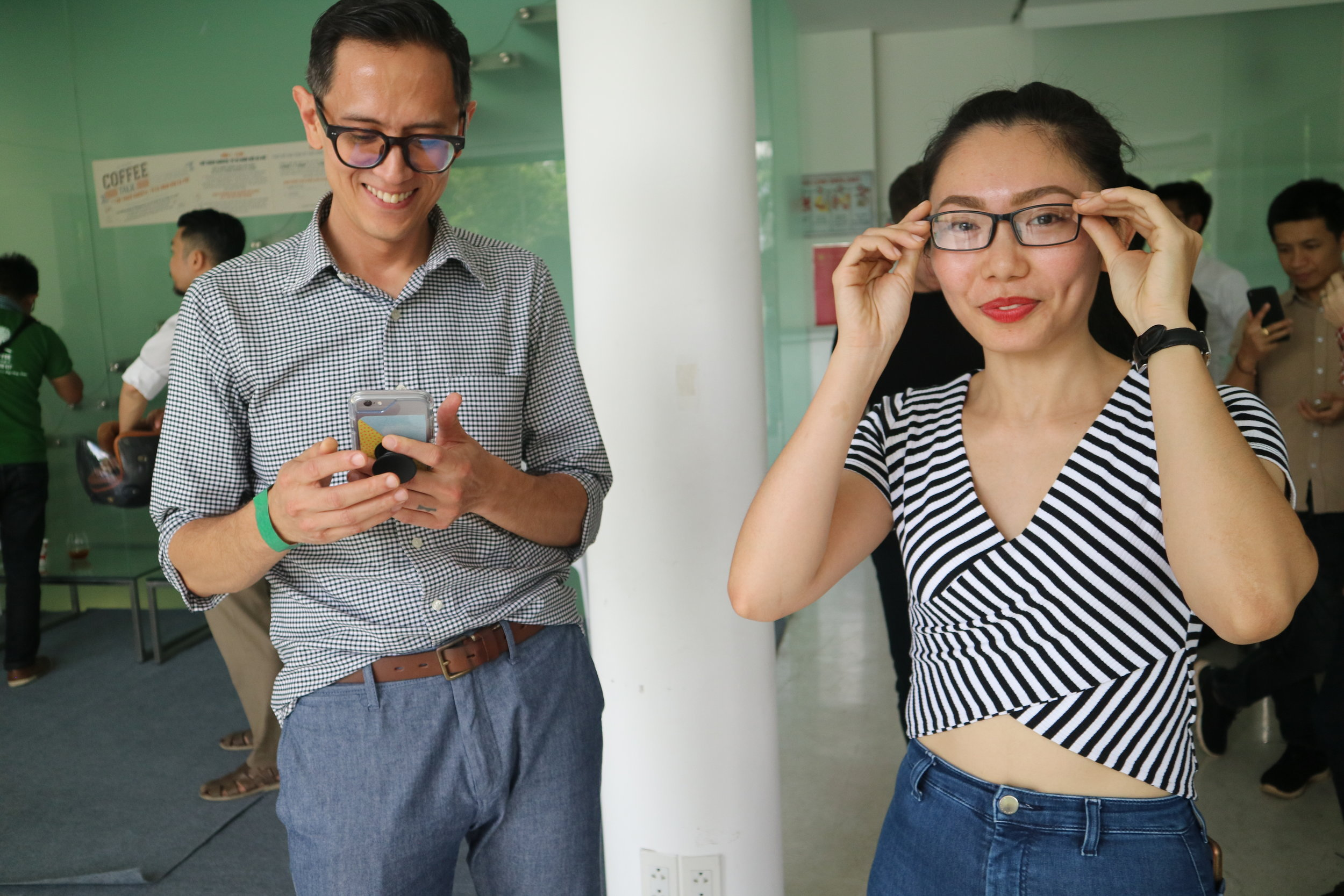 Me fiddling with my phone, not being nearly as stylish as Bosgaurus' lead barista and event panelist, Han Tran (2-time VN barista champion, and coach for this year's winner).