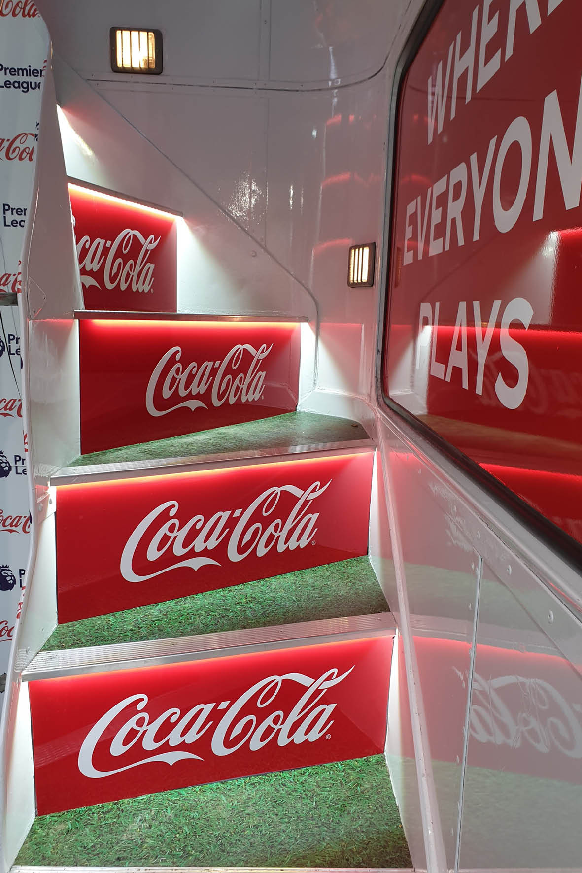 bus_business_2019p_coca_cola_2.jpg