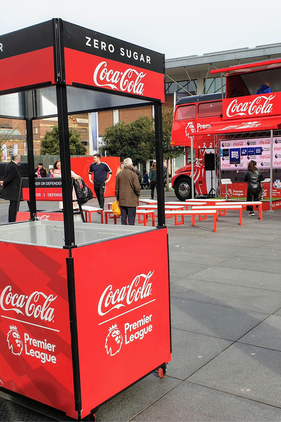 bus_business_2019p_coca_cola_7.jpg