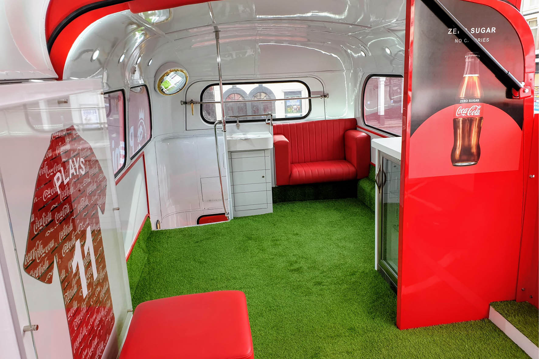 bus_business_2019_coca_cola_5.jpg