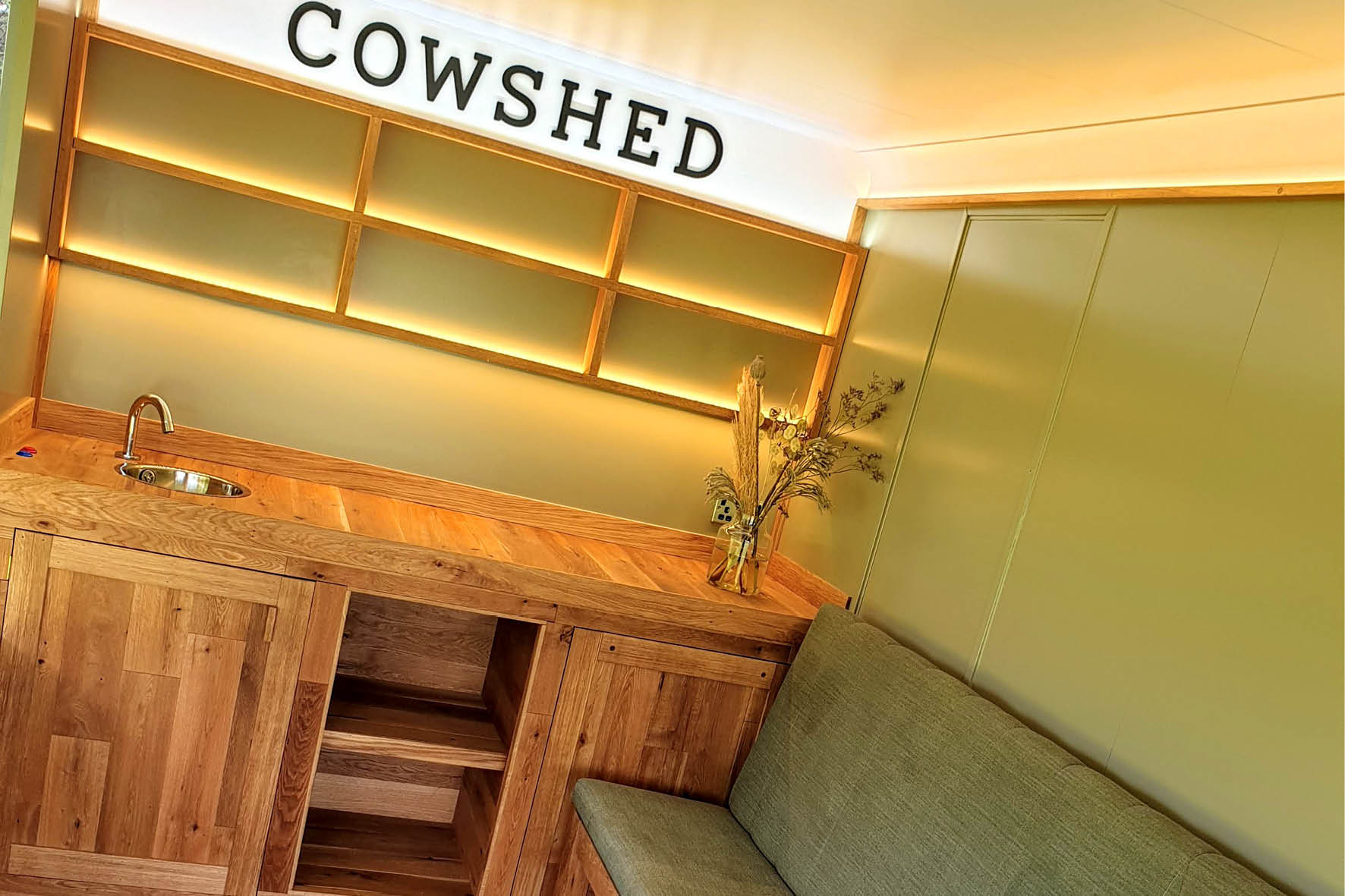 bus_business_2019_cowshed_5.jpg